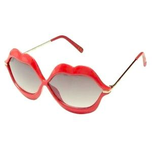NWT Betsey Johnson RED Hot Lips Sunglasses